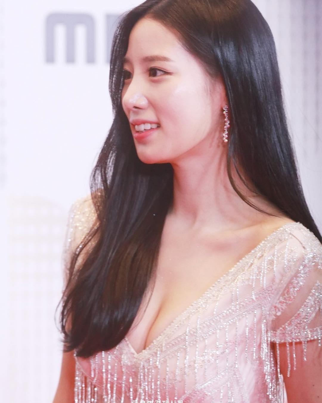 Berry Good's Johyun stars on Red Carpet at MBC ...