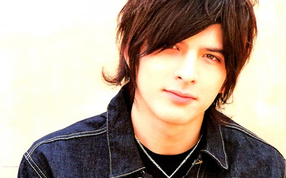 Shirota Yuu accidentally comes out as gay on Twitter, Jin Akanishi trolls him