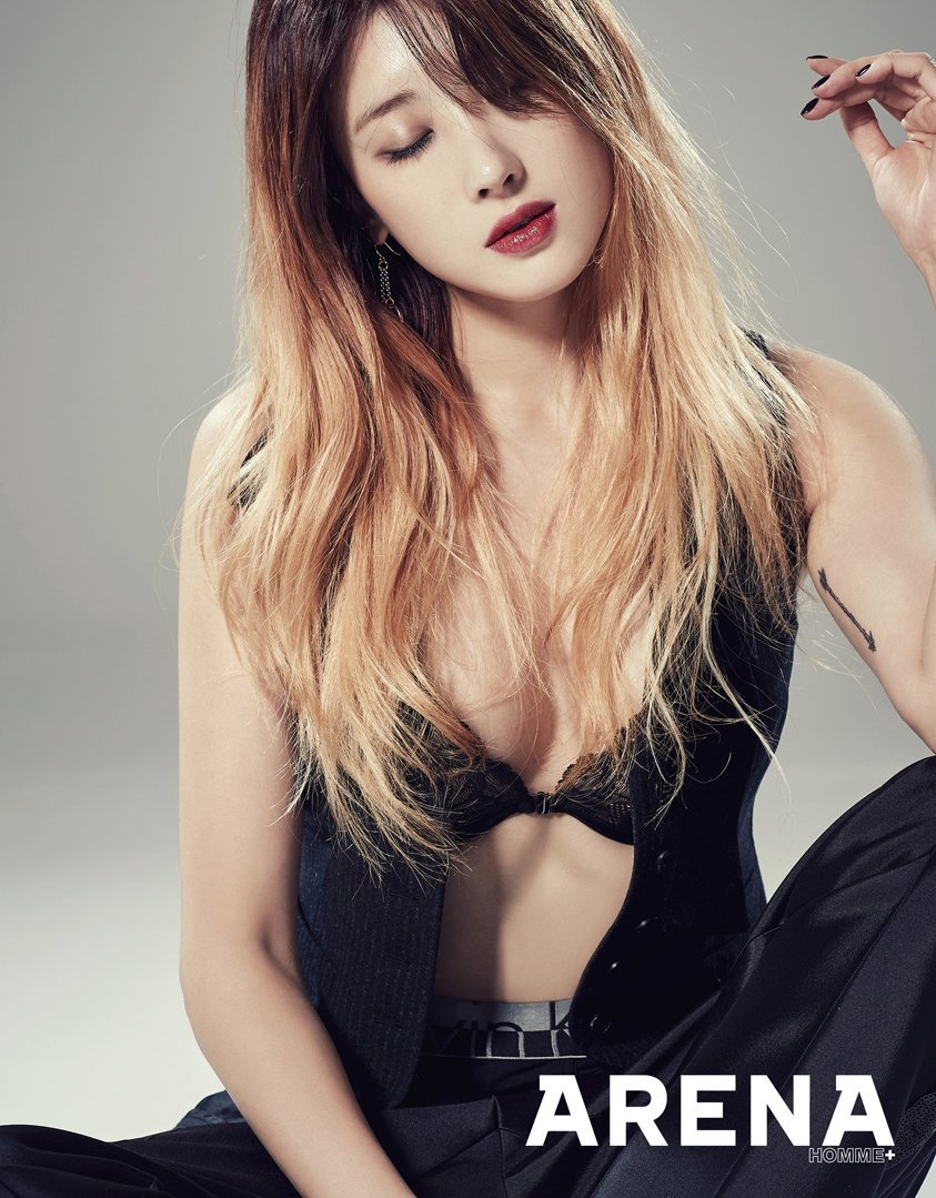 http://www.asianjunkie.com/wp-content/uploads/2015/11/NineMusesHyunaArena1.jpg