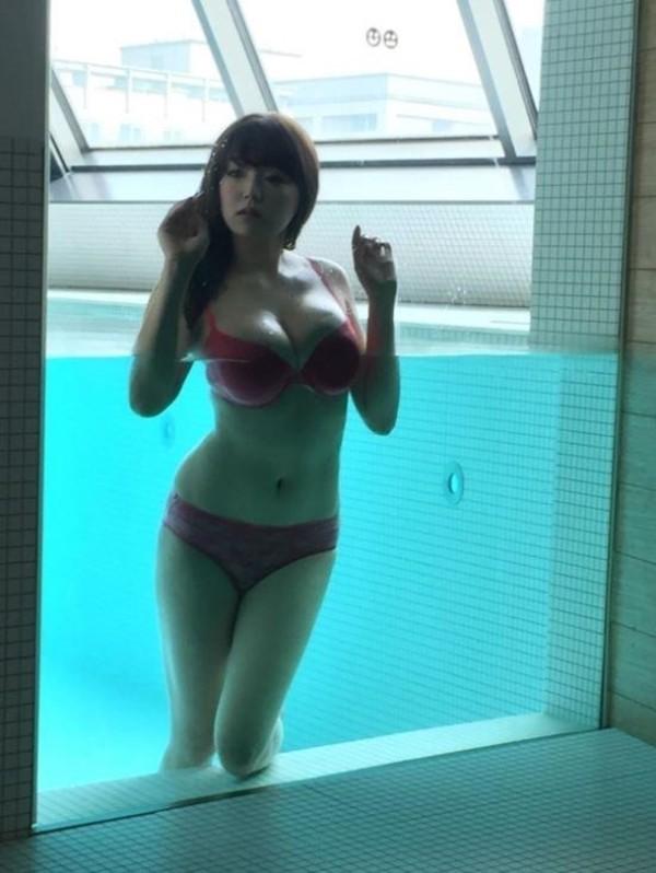More Shinozaki Ai from her MAXIM shoot + all their issues