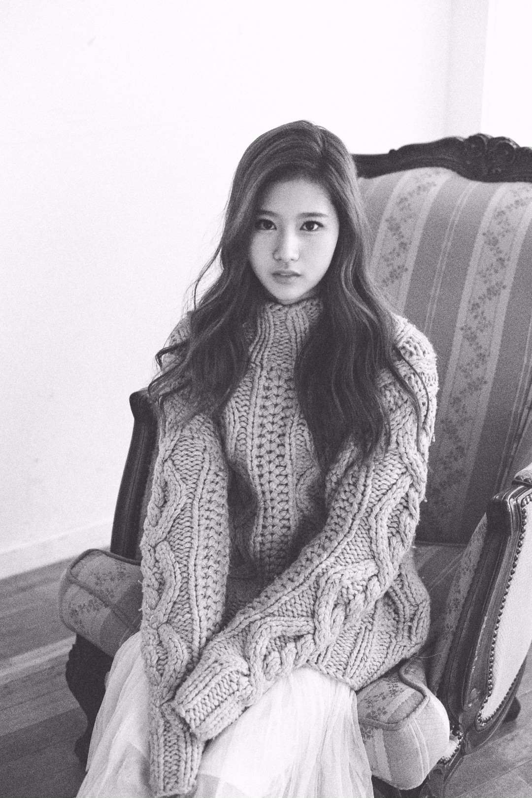 TWICE's Sana teamed up with Pholar to show why # ...