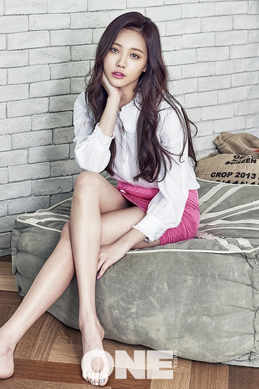 Yura and her flawless visual classed up the joint for April 2016's ...