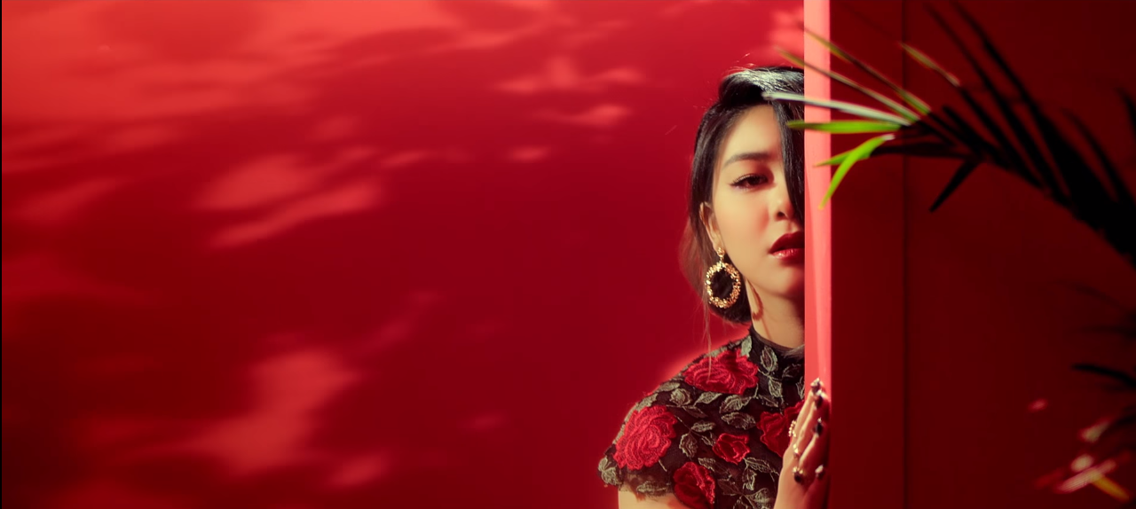 ailee_home_redyellow1