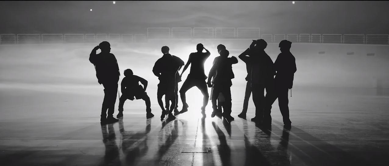 pentagon_gorilla_dance3