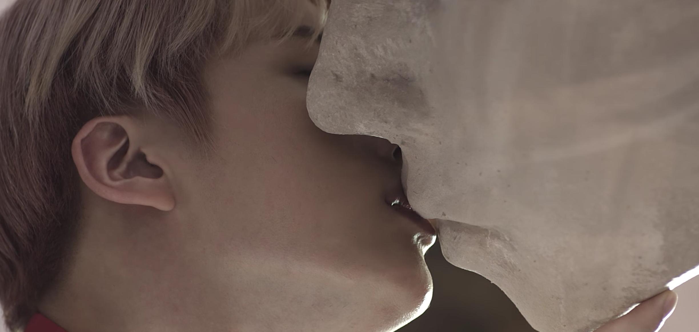 BTS-Angle Kissing