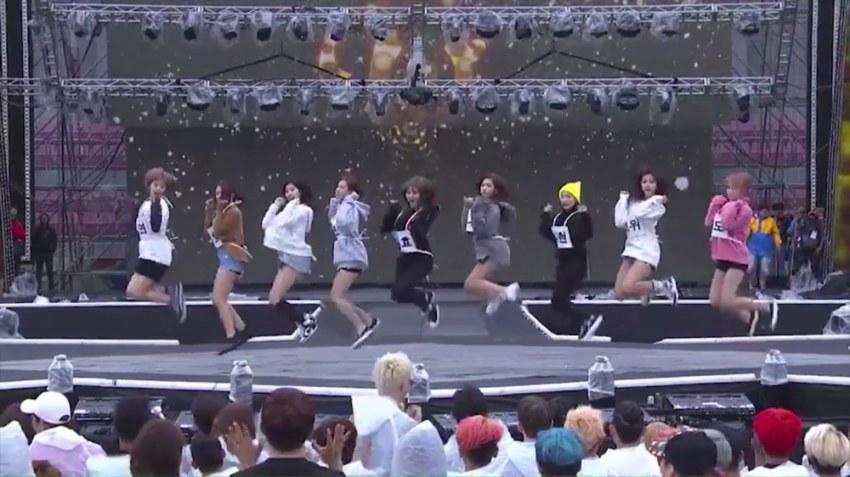 twice_chaeyoung_jump3