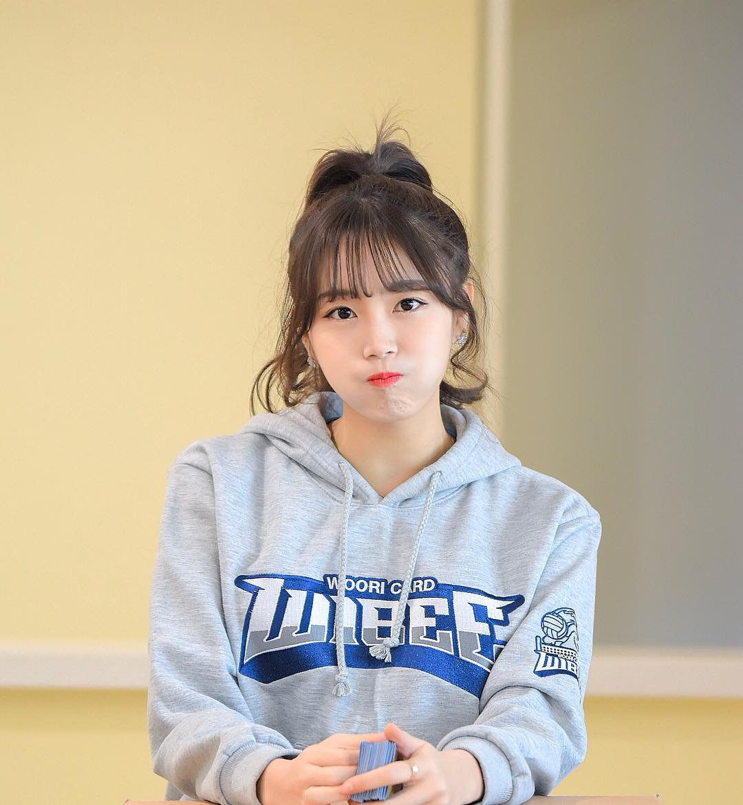 Ahn Ji Hyun, the best cheerleader, dances to MOMOLANDs