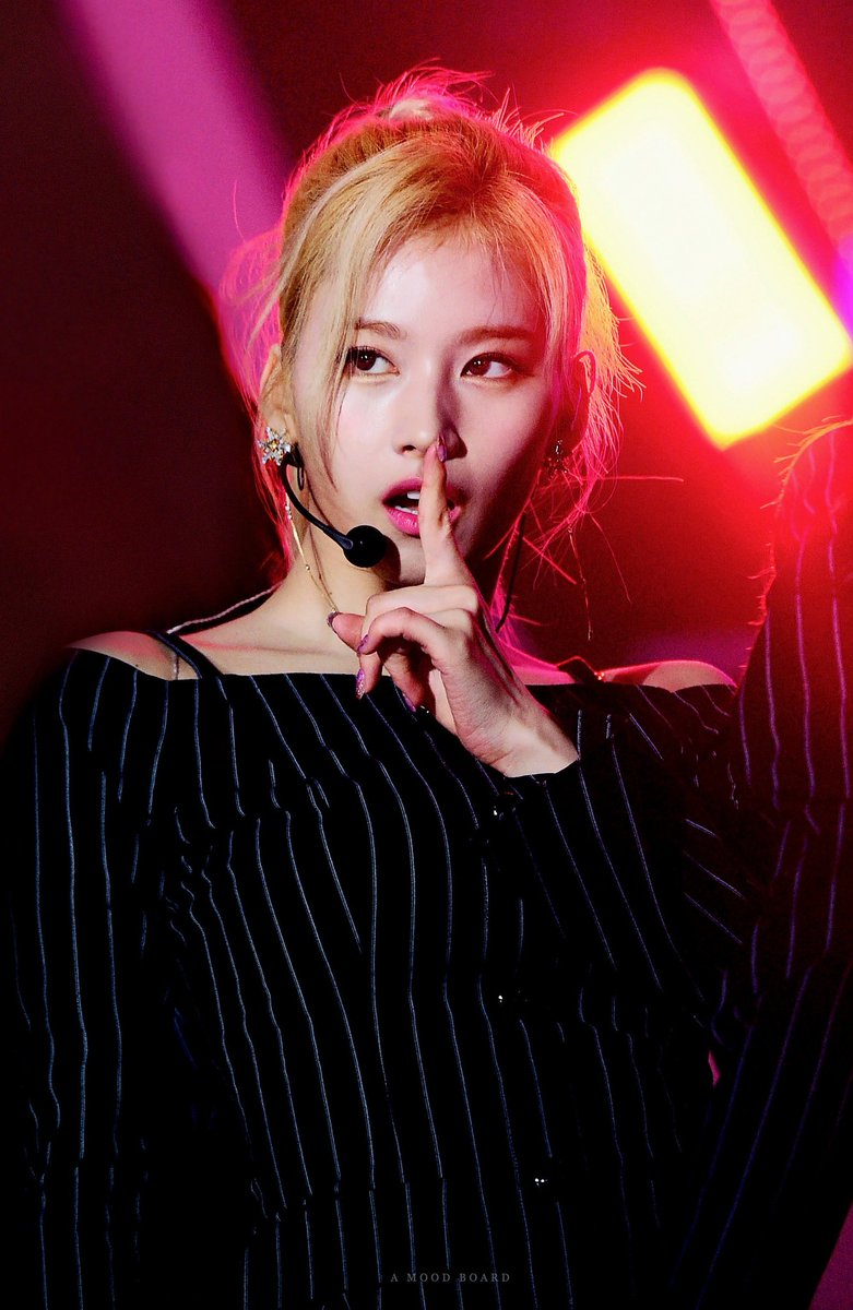 """TWICE's Sana has a """"scandal"""" over mentioning transition between Heisei and  Reiwa era in Japan on Instagram – Asian Junkie"""